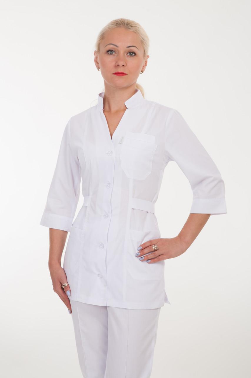 Білий жіночий медичний костюм