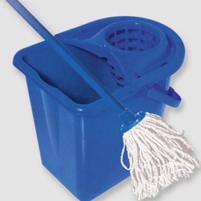 Щетки и совки,ведра, тряпки для пола и другое для уборки.