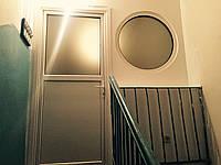 Нестандартное решение для закрытия тамбура (дверь и окно)