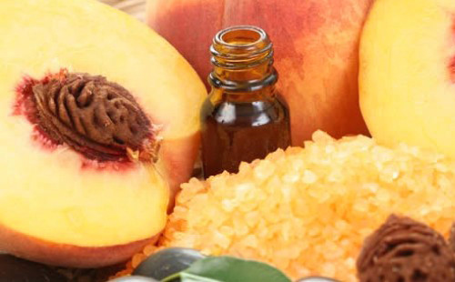 Уход за ресницами и кожей вокруг глаз с помощью персикового масла