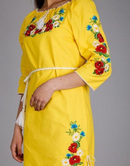 Жёлтое платье из льна с, вышытым гладью, полевым букетом