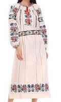 Красивое длинное платье с вышивкой