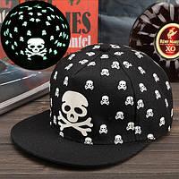 Cветящаяся черная кепка с черепами