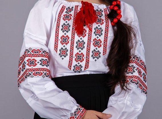 Вышиванка для девочки в крестьянском стиле