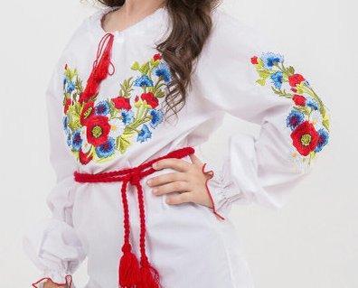 Вышиванка для девочки с вышитым букетом на батисте