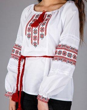 Вышиванка с традиционным узором длядевочки-подростка