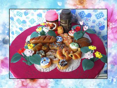 Еда для кукол (выпечка, тортики и разные сладости)