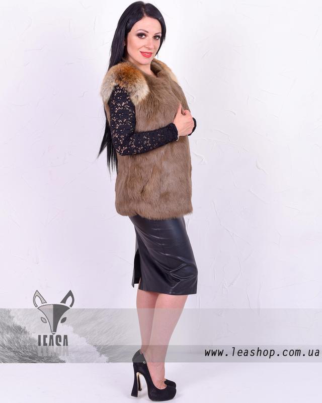 Женская жилетка из кролика коричневого цвета