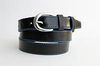 Кожаный женский ремень 25 мм чорный с синей ниткой синими краями пряжка серебрянная овальная