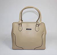 Женская классическая сумка бежевого цвета