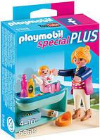 Мама с ребенком и пеленальным столиком Playmobil