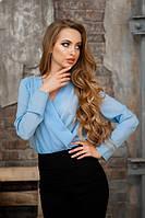 Стильная блуза с запахом голубая