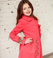 Коралловое пальто для девочки в украинском стиле