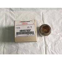 Тормозной поршень передний MB857837