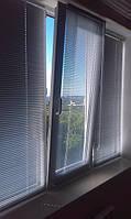 Жалюзи горизонтальные на балконе