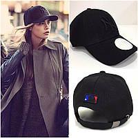 Крутая кепка New York Yankees с черным лого (реплика)