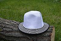 Стильная женская летняя соломенная шляпа белого цвета с черными полосками