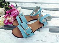 Легкие удобные женские яркие летние кожаные босоножки на тонкой подошве голубые замшевые