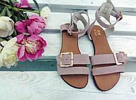 Легкие удобные женские яркие летние кожаные босоножки на тонкой подошве пудровые замшевые