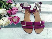 Легкие удобные женские яркие летние кожаные босоножки на тонкой подошве сиреневые фуксия замшевые