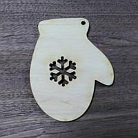 Рукавичка дерев'яна різьблена іграшка