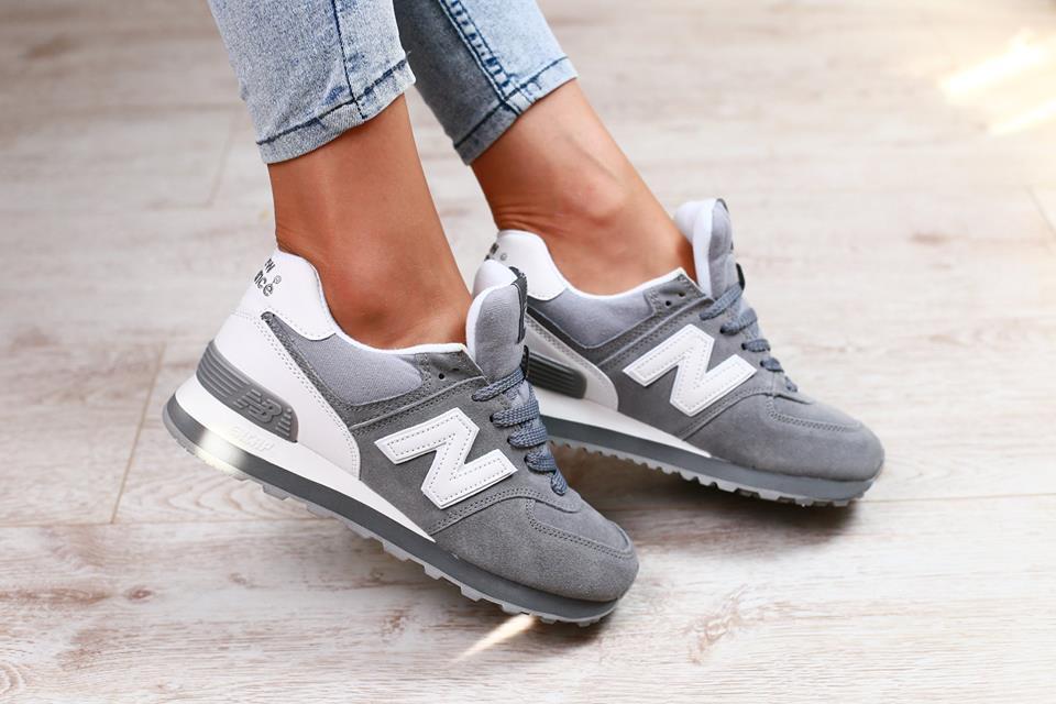 28a569ac885 Женские кроссовки замшевые с кожаными вставками серые New Balance ...