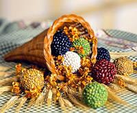 Поделки своими руками. Декор для стола — шарики из семян.