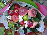 """Фруктовий букет з трояндами """"Рум'яні щічки"""", фото 2"""