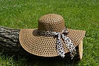 Стильная женская летняя пляжная шляпа с широкими полями и бантом коричневого цвета