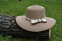 Стильная женская летняя соломенная шляпа с белым бантом коричневого цвета