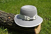 Стильная женская летняя соломенная шляпа серого цвета с белым бантом