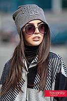 Стильная женская шапка с тиснением