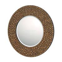 Круглое настенное зеркало в деревянной раме