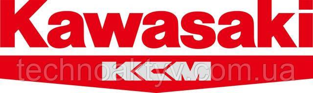 KCMA Corporation (ранее - Kawasaki Construction Machinery Corp. of America) является американским подразделением Kawasaki Heavy Industries. Компания специализируется в производстве и реализации колесных фронтальных погрузчиков на рынках Соединенных Штатов, Канады, Мексики, Центральной Америки и Южной Америки. Реализацией техники на японском рынке занимается компания KCM Corporation.  Kawasaki Heavy Industries, Ltd. (яп. 川崎重工業株式会社 кавасаки дзю:го:гё: кабусики-гайся) — японская корпорация со штаб-квартирами в городах Кобе и Токио (Минато), созданная Кавасаки Сёдзо в 1896 году; один из крупнейших в мире промышленных концернов.  Изначально компания занималась судостроением, но в настоящий момент основные производимые товары — это промышленные роботы, гидроциклы, тракторы, поезда, двигатели, оружие, лёгкие самолёты и вертолёты, а также детали для самолётов Boeing, Embraer и Bombardier Aerospace. Среди выпускаемых Kawasaki товаров также находятся мотоциклы и мотовездеходы (подразделение Consumer Products and Machinery).  Кавасаки Хэви Индастриз, ЛТД. Зарегистрирована 15 октября, 1896