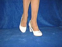 Женские белые туфли на широком каблуке 35 - 40