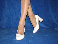 Белые туфли на каблуке 35 - 22,5