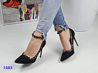 Женские туфли-лодочки с шипами и ремешком вокруг ножки