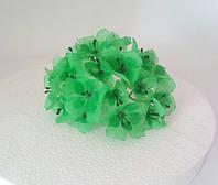 Цветы из ткани зеленые с тычинками