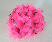 Цветы из ткани розовые с тычинками