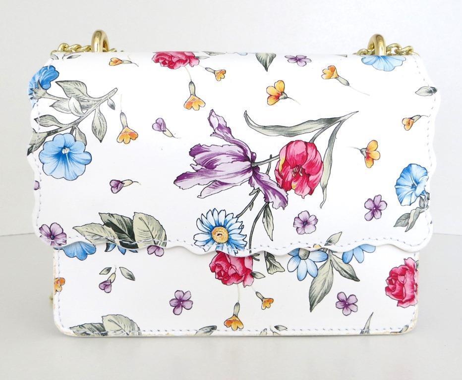 Жіноча маленька сумочка  . Італія 100% натуральна шкіра . Біла з квітами з жовтою цепочкою
