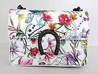 Жіноча маленька сумочка  . Італія 100% натуральна шкіра . Біла з квітами з чорною цепочкою, фото 1