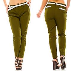 Однотонный повседневные брюки с карманами по бокам, пояс в комплекте.