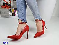 Туфли-лодочки женские с шипами и ремешком вокруг ножки красные