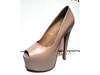 Туфли женские Лабутен бежевые лаковые KF0193