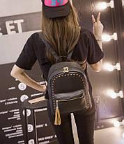 Стильный городской рюкзак с переплетами и кисточкой, фото 3