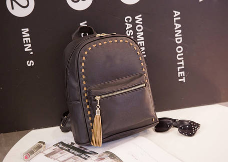 Стильный городской рюкзак с переплетами и кисточкой, фото 2