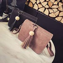 Стильная женская сумка почтальон с брелком, фото 3