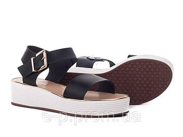Женские сандали в летнем гардеробе.