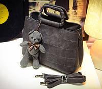Практичная женская сумка в клетку с металлическими ручками