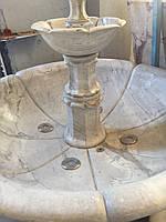 Трехярусный мраморный фонтан с подсветкой, производства Украина, вес около одной тонны , цвет светло серый